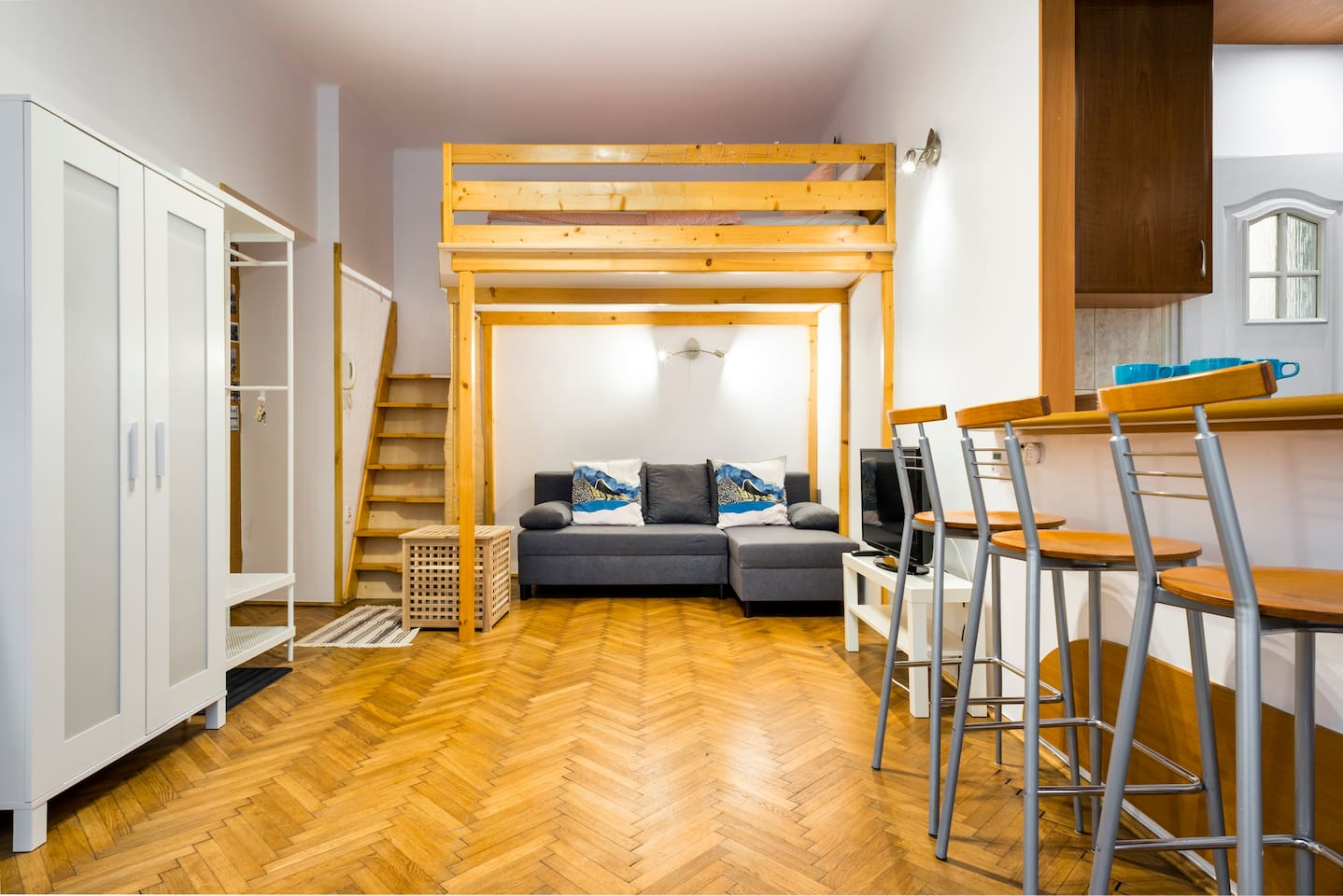 Living room with wood bloc floor