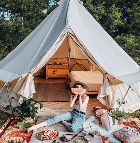 Heated GLAMPING Yurt | Oshkosh Outskirts