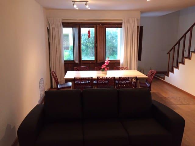 Alojamento local de 2 quartos com comodidades adic