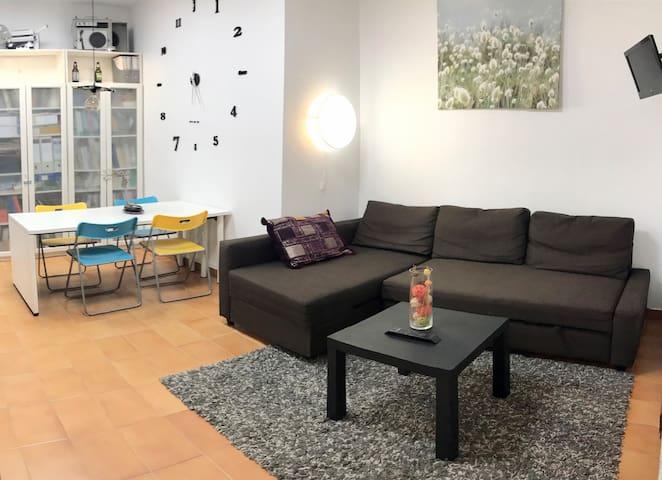 Despacho/Apartamento privado muy tranquilo.Wifi,AA