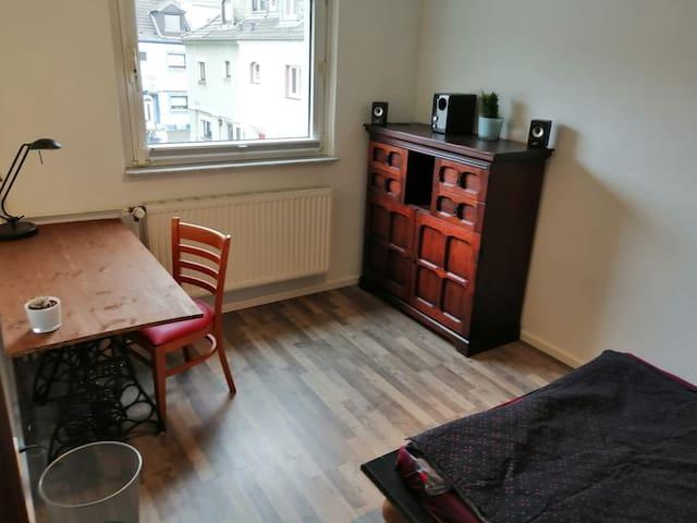 Zimmer im Herzen von Bickendorf