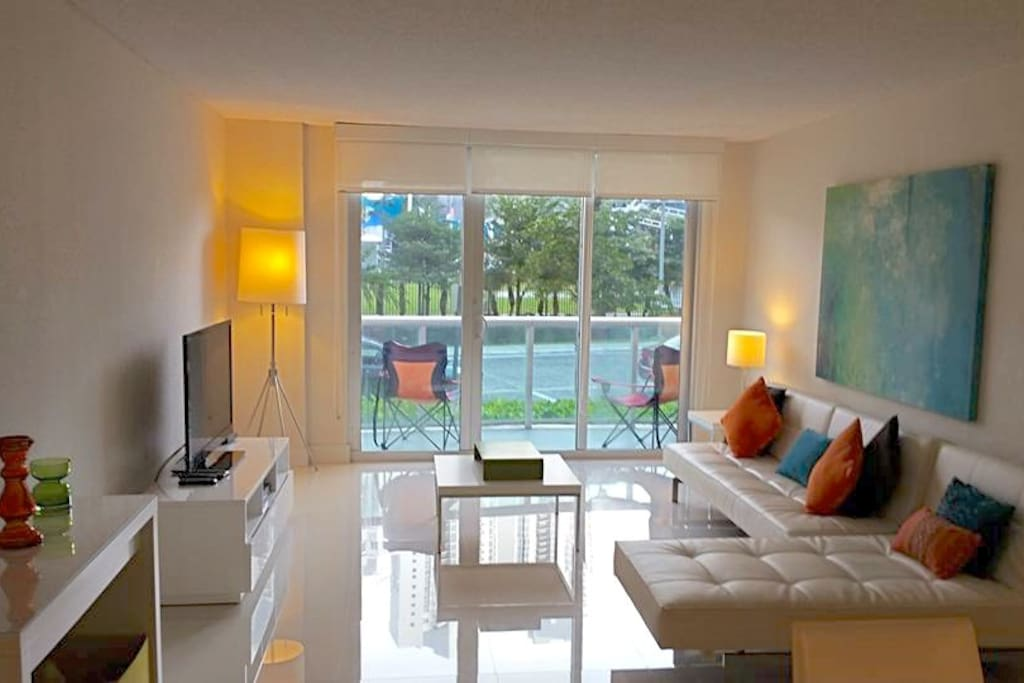 modern living room - Free cable tv & Wifi internet wireless
