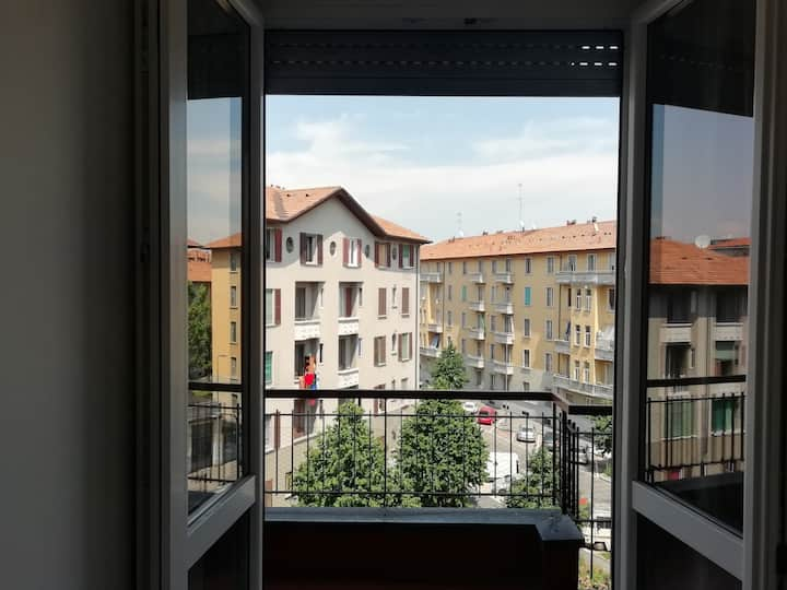 Modern 3-Bed Apartment by the Metro! >15min Duomo