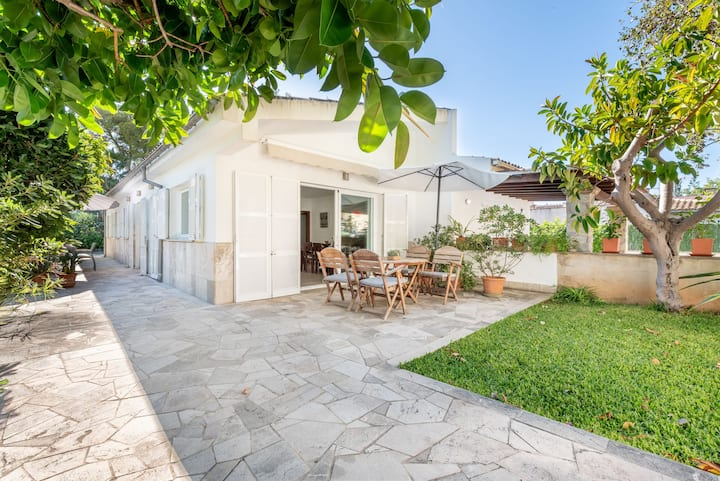 Holiday Home Can Garreta' Close to the Beach with Wi-Fi, Garden & Terraces; 2 Parking Spaces Available