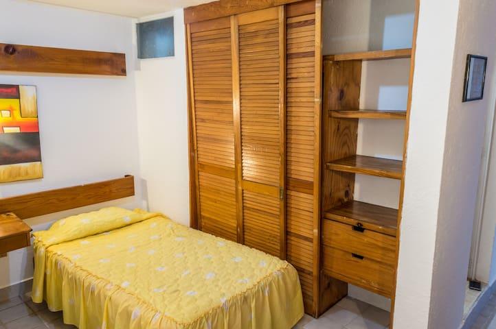 Habitación sencilla en Av Universidad