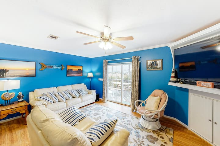 Dog-Friendly Home with Private Pool and Hot Tub, Central AC, and Washer/Dryer