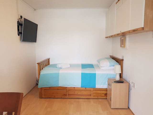 Studio Room near Pinewood Studios & Heathrow