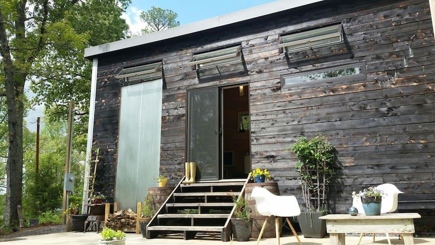 Skipper's Tiny House 1 min from KY Lake