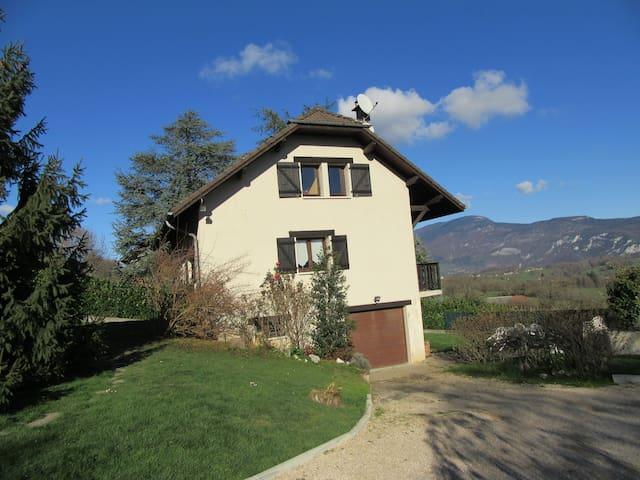 Agréable maison, 120m2, proche Lac d' Aiguebelette - Saint-Alban-de-Montbel - 단독주택