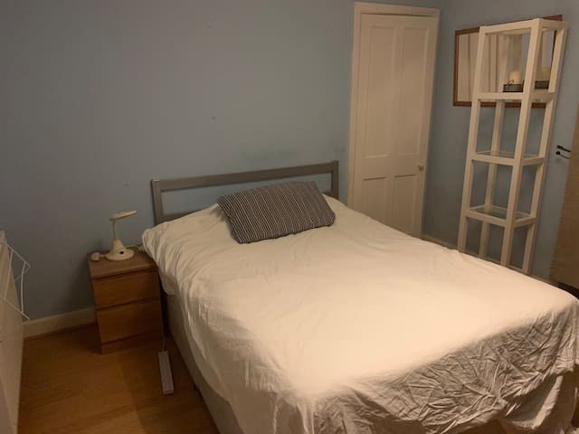 Double bedroom in 1/2 Piershill Square East