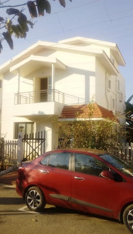 LargeVilla in gated community centrally located B2
