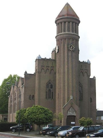 Church from early 1900 in Waalwijk - Waalwijk - Appartement