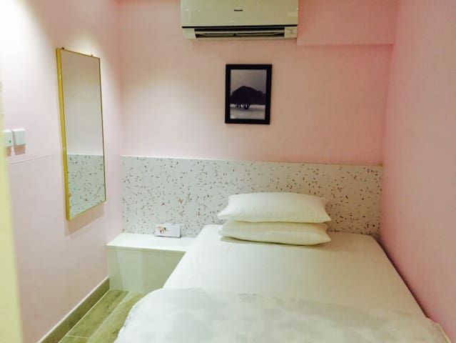 NEW! Lovely pink room 3min to MTR