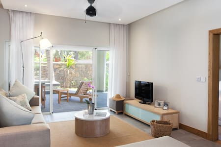 Apartment with plunge pool opp. the beach - Bain Boeuf