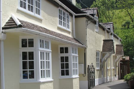 Double - House on the Corner B & B - Ruthin - Bed & Breakfast