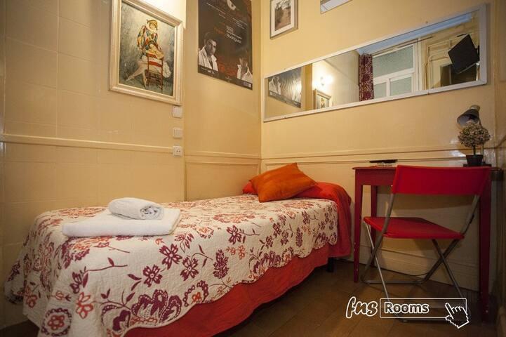 Habitacion individual con baño privado y desayuno