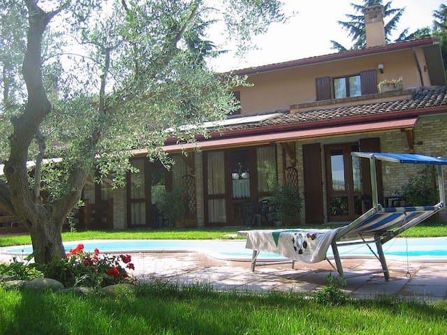 Monolocale - Appartamento in campagna e piscina - Montelabbate - Lakás