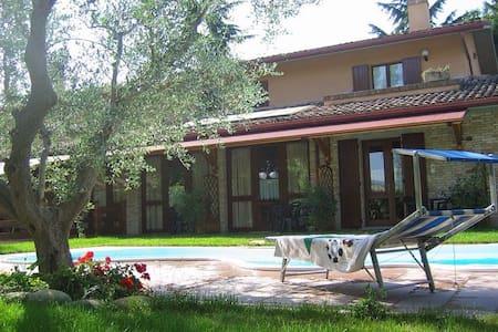 Monolocale - Appartamento in campagna e piscina - Montelabbate