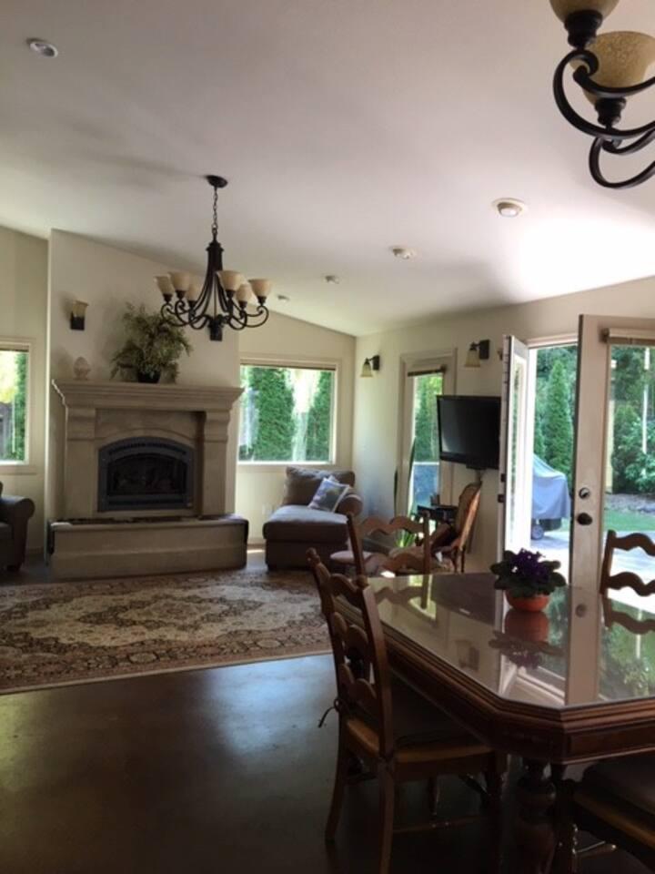 Best of Seattle and Bellevue, 4 Bedroom Estate