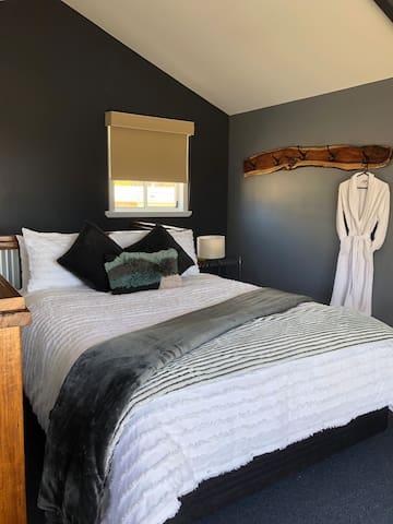 BEDROOM 1 Quality bedding , thick cosy doonas