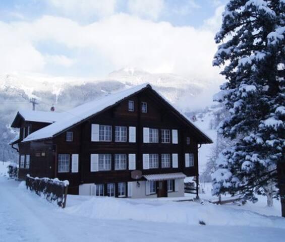 Schöne Ferienwohnung in ruhig gelegenem Chalet