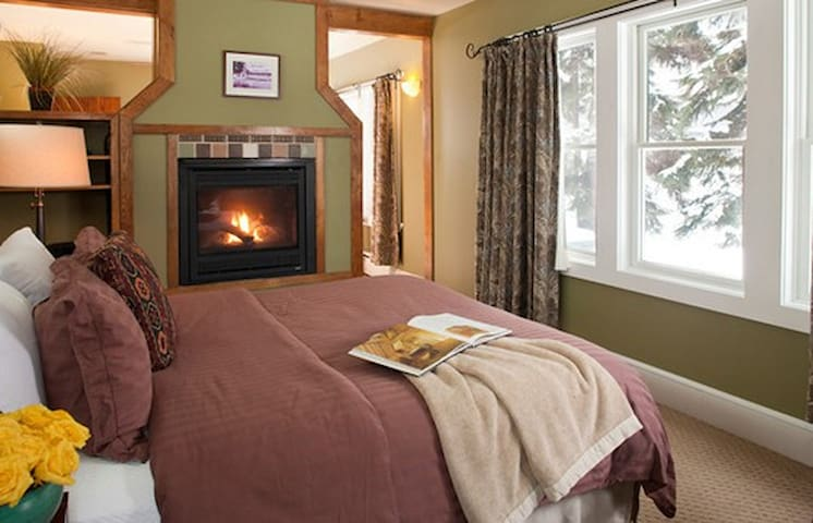 Lake Pointe Inn Bed & Breakfast Glofelty Room - McHenry - Bed & Breakfast