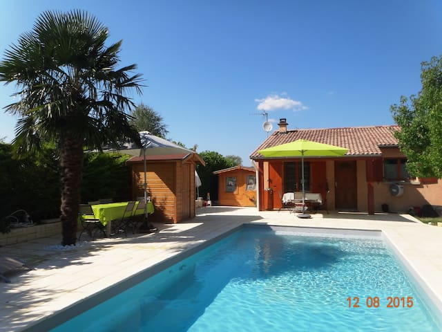 Chambre dans maison, acces piscine