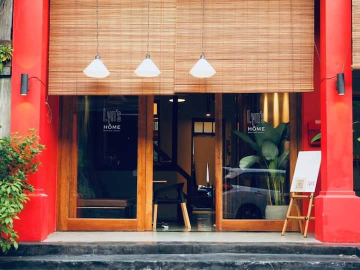 Lyn's Home Boutique Hostel l Family Room 6 Persons
