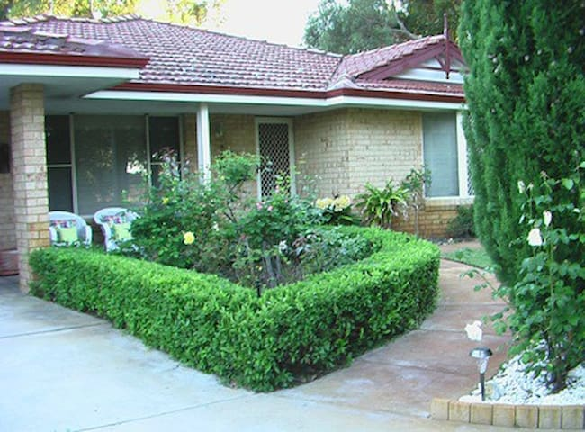 Beenyup Brook Bed & Breakfast - Byford - Bed & Breakfast