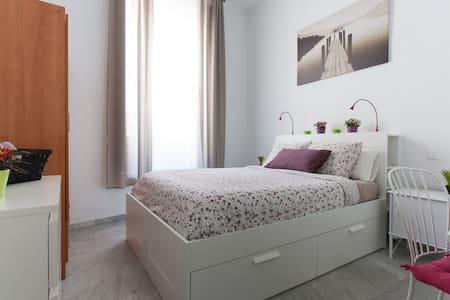 Double room Sevilla center free wifi and kitchen. - Sevilla