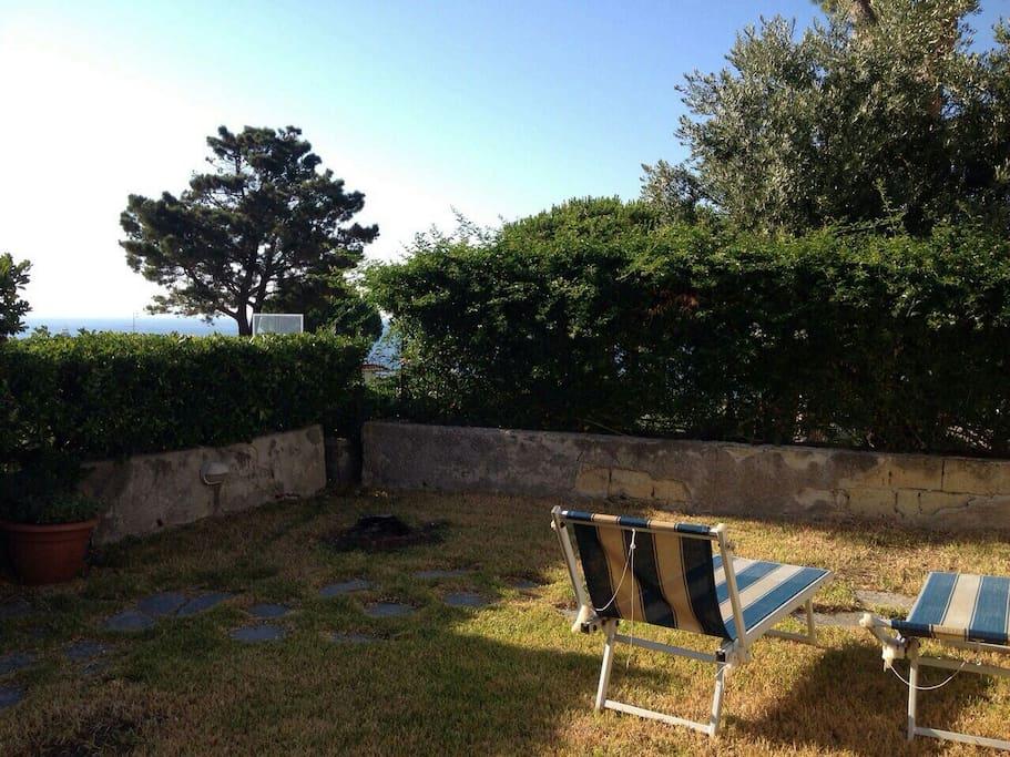 Il giardino esclusivo anteriore