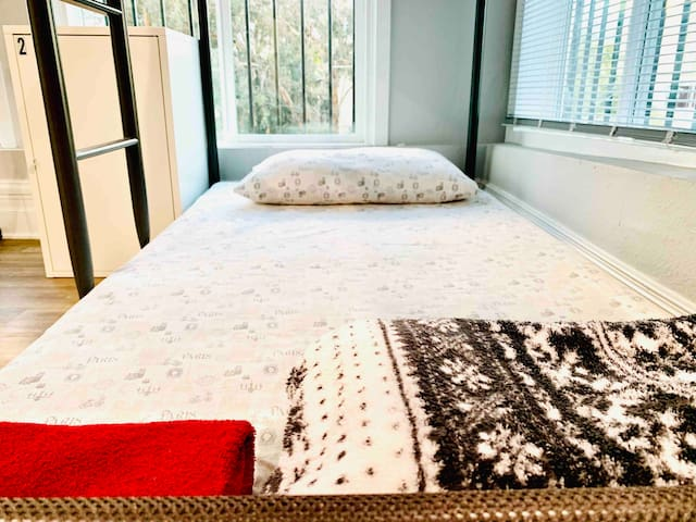 Comfortable shared room close to Downtown LA
