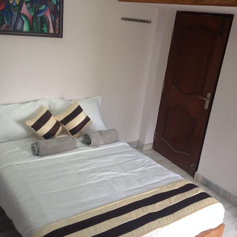 Room for Single Travelers and for Transit Stay - Chennai - Huis