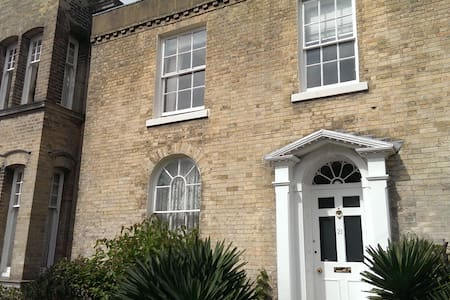 Beautiful 3 bed Georgian home - central Shoreham - Shoreham-by-Sea - Talo