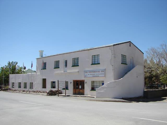 The Whitehouse Inn