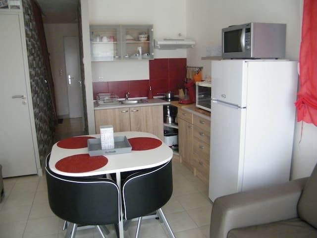 meublé f2 - Ectot-l'Auber - บ้าน