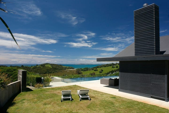 Te Muri Ridge Luxury Retreat