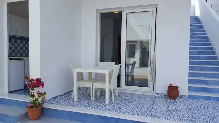 mediterraneo family studio garden view