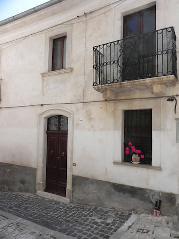 CASA GRANDE PER FAMIGLIE E GRUPPI - Calascio - Appartement