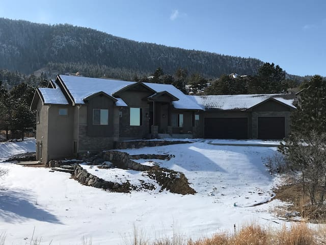 Luxury mountain retreat, new for USAFA Grad week.