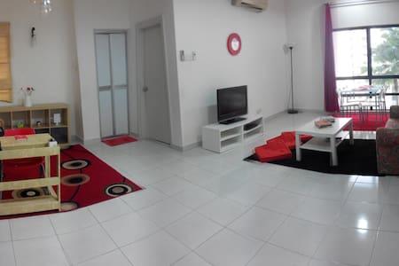Hispeed internet + 1 week 1 night FREE stay condo! - Petaling Jaya - Appartement