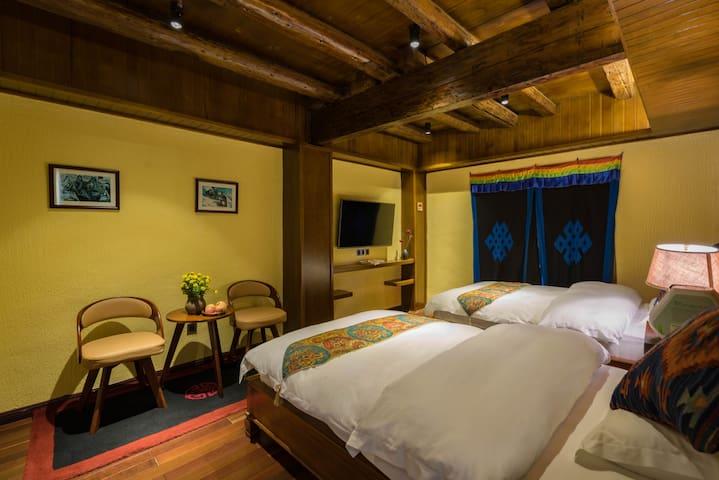 组合房 标准双床2间2卧室2卫 /2个房型照片一样 便于房客查看 /网站仅展示一间图片