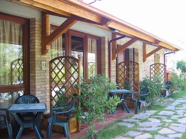 Appartamento in campagna e piscina 4+2 posti letto - Montelabbate