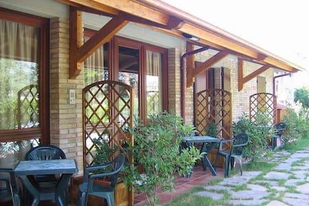 Appartamento in campagna e piscina 4+2 posti letto - Montelabbate - Appartement