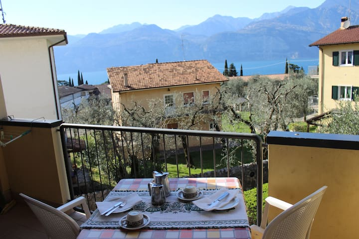 nice apartment, 15 minutes to the centre and lake - Malcesine - Apartamento