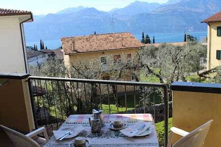 nice apartment, 15 minutes to the centre and lake - Malcesine - Huoneisto
