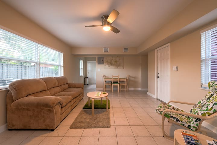 #1: Sunny & Quiet 1BR w/Real Kitchen. Whole place! - Fort Lauderdale - Flat
