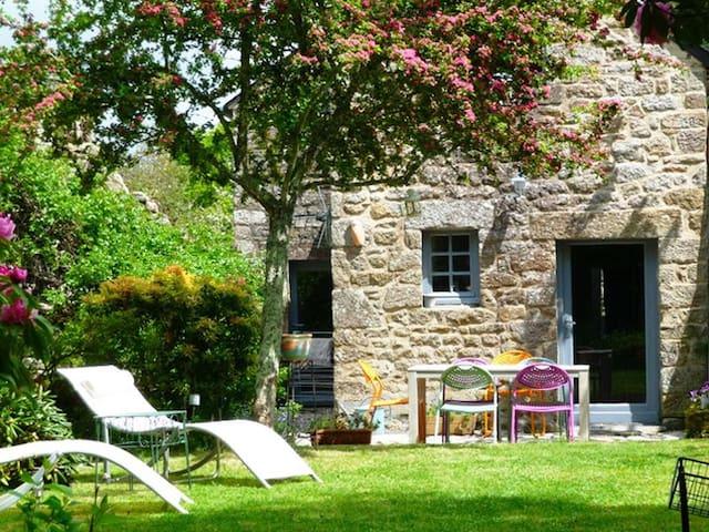 Maison de charme du 18ème siècle - Locronan - Huis