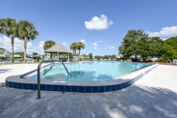 L'Atrium 2779, 2 Bedrooms, WiFi, Grill, Sleeps 4