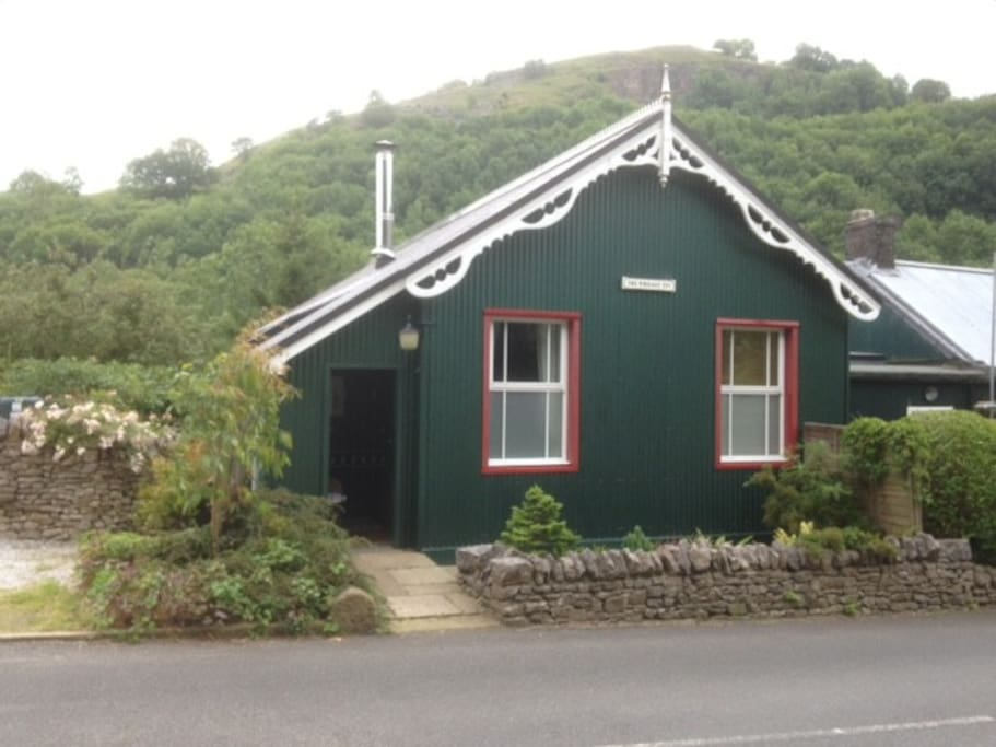The Wriggly Tin Millers Dale Cottages For Rent In